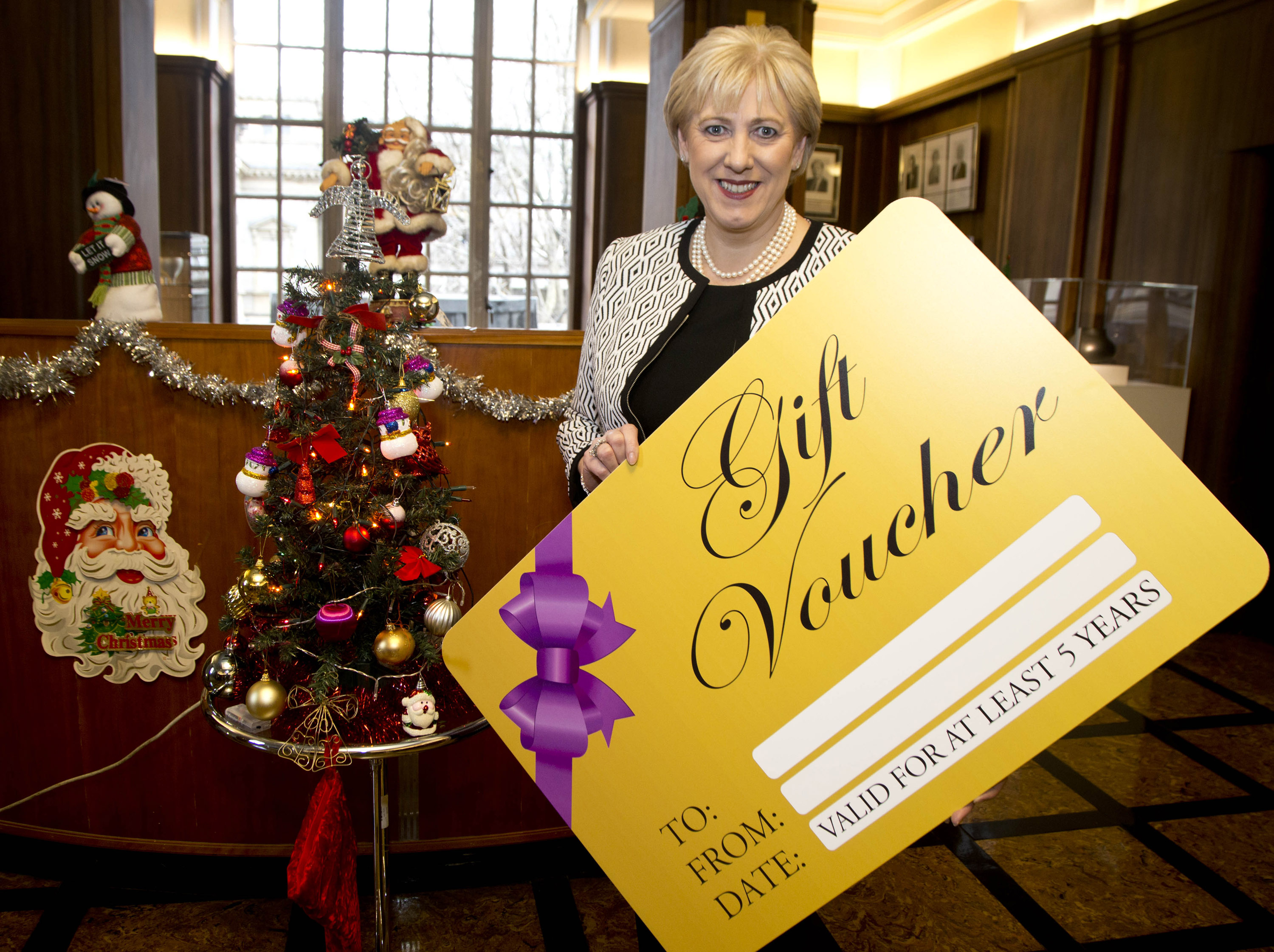 Minister Humphreys secures Cabinet approval for legislation to put a 5-year minimum expiry date on gift vouchers