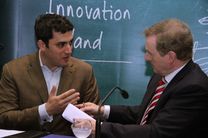 Taoiseach Enda Kenny speaks with Squarespace COO Jesse Hertzberg at the press conference today