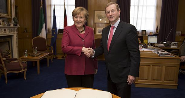 An Chancellor Angela Merkel i mBaile Átha Cliath