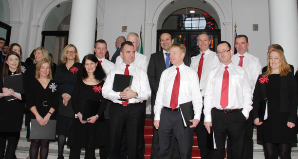 An Taoiseach joins the Department's staff choir for recital of Christmas carols